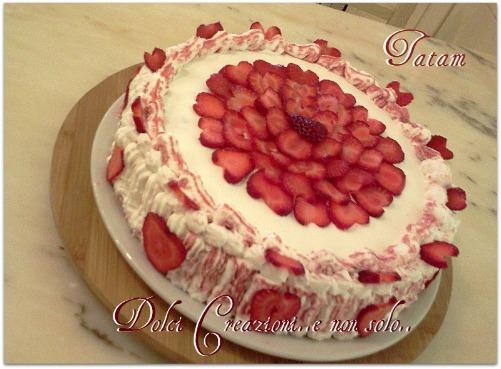 Torta Cuori di Fragola con frutta e panna