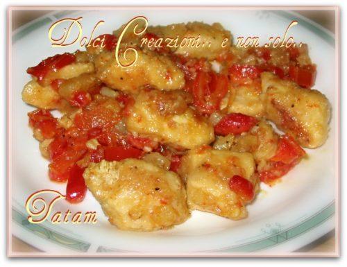 Bocconcini di pollo alle 3 P peperoni-patate-paprika