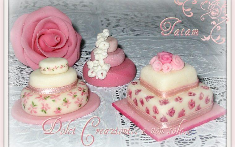 Miniature cake dipinte a mano nei toni del rosa