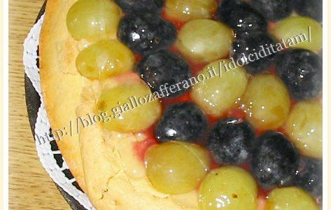 Crostata con crema frangipane e uva   ricetta dolce