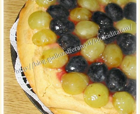 Crostata con crema frangipane e uva | ricetta dolce