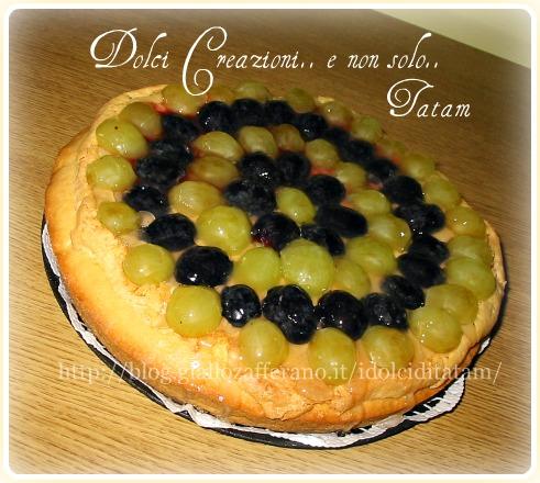 Crostata con crema frangipane e uva