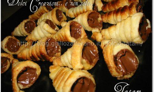 Mini cornetti di pasta sfoglia alla nutella