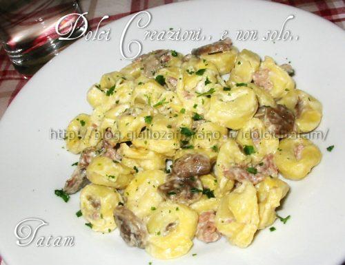Tortellini salsiccia e funghi | ricetta veloce