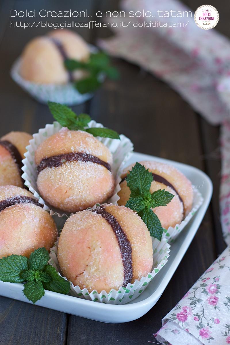 Pesche Dolci, deliziosi dolcetti ripieni di crema pasticcera