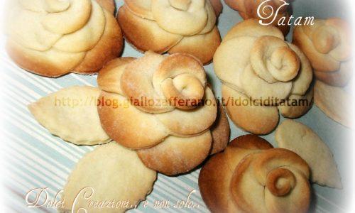 Rose di pasta frolla, biscotti creativi, ideali da regalare
