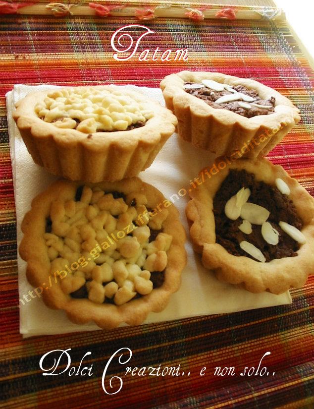 Tartine di pasta frolla con crema al cioccolato e wafer