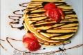 Pancakes con salsa al cioccolato e fragole