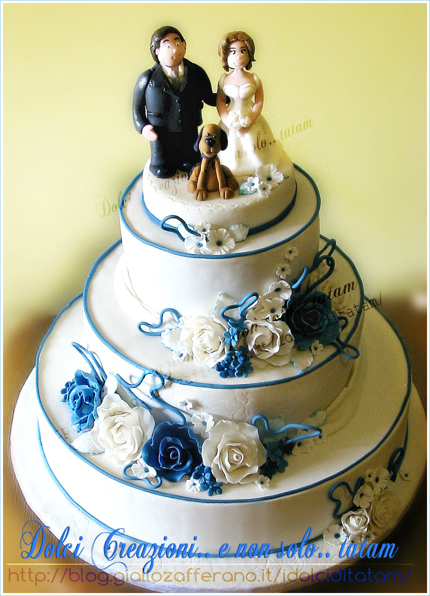 wedding cake blue roses 1