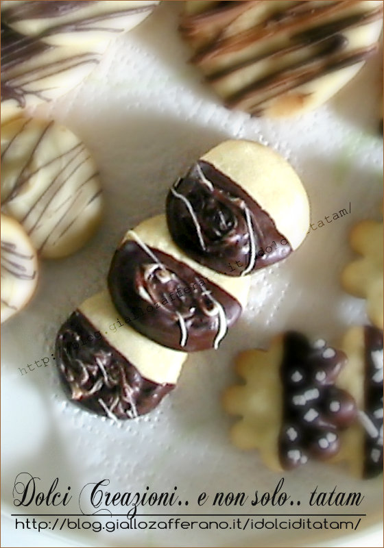 Biscotti friabili ai due cioccolati