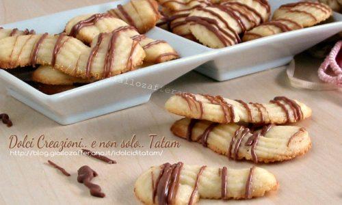 Biscotti da tè variegati al cioccolato