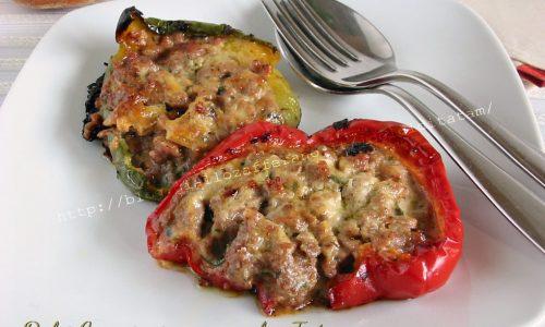 Peperoni al forno farciti con carne