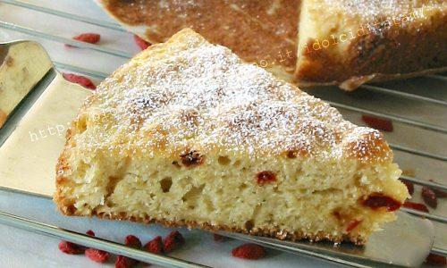 Torta margherita con mele grattugiate e bacche di goji