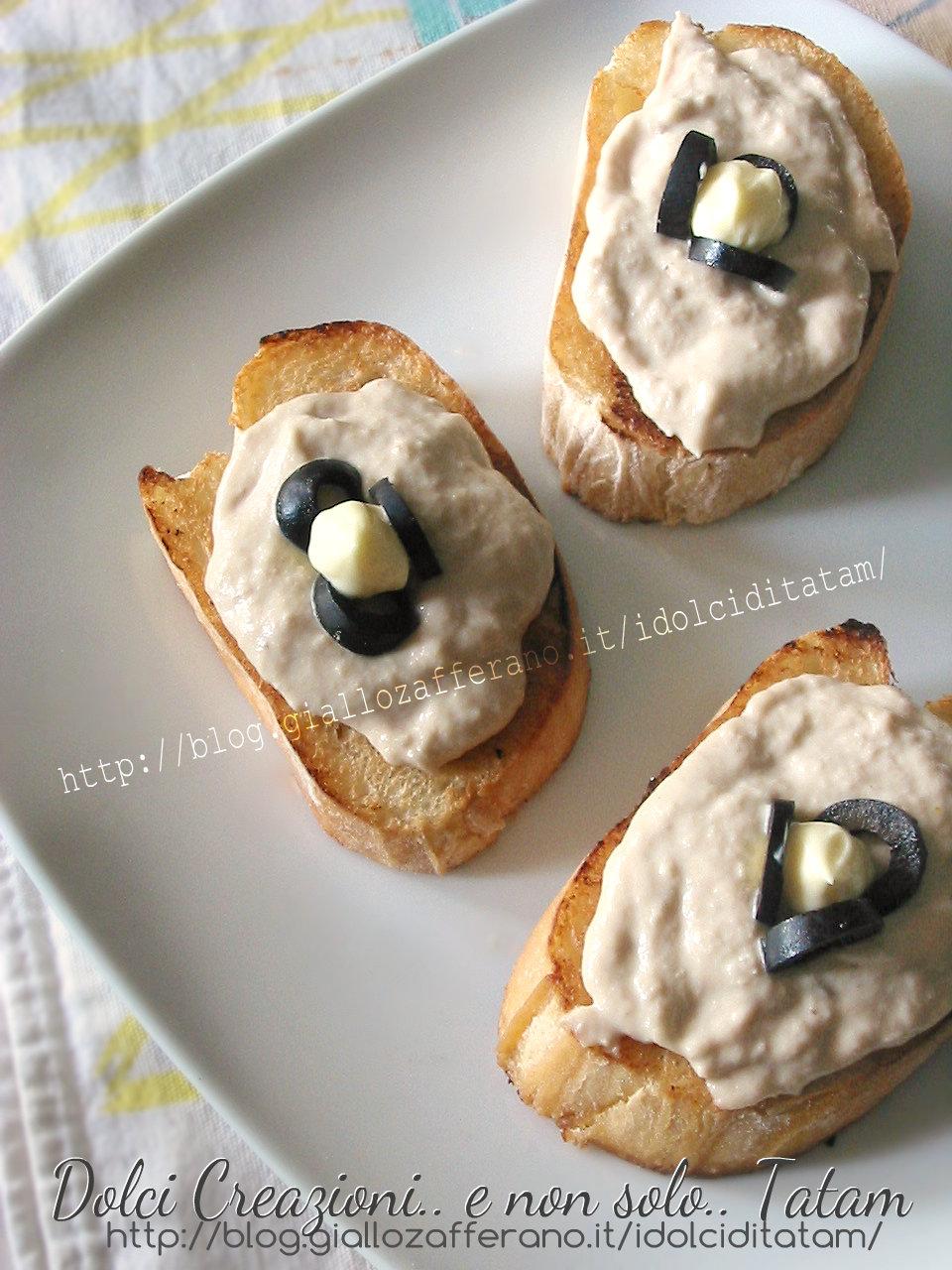 Crostini con salsa tonnata