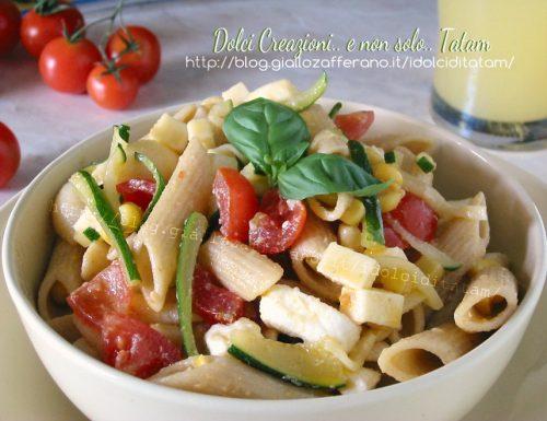 Pasta fredda vegetariana alle verdure e feta