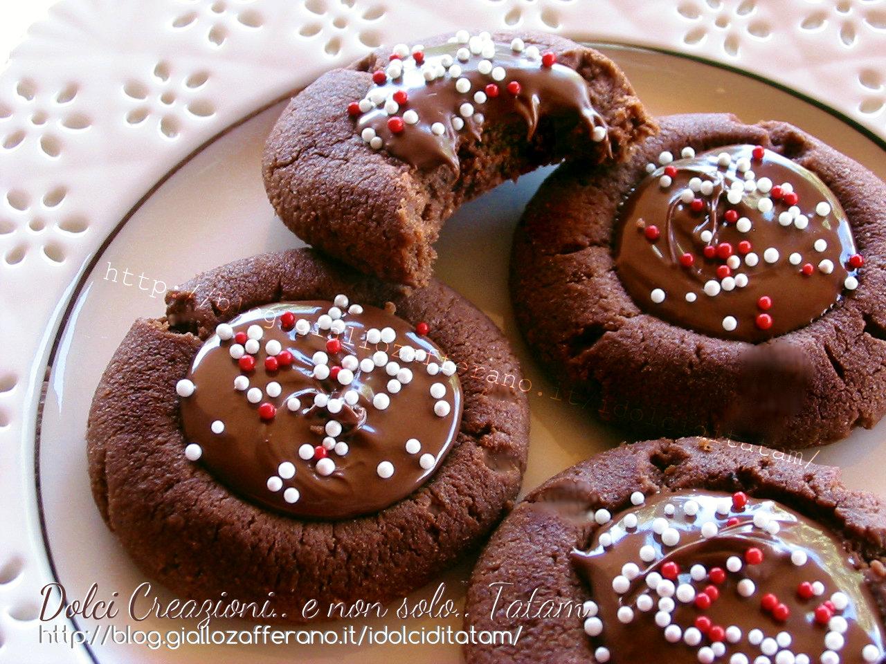 Biscotti al cacao farciti alla Nutella