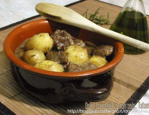 Spezzatino con patate in pentola a pressione