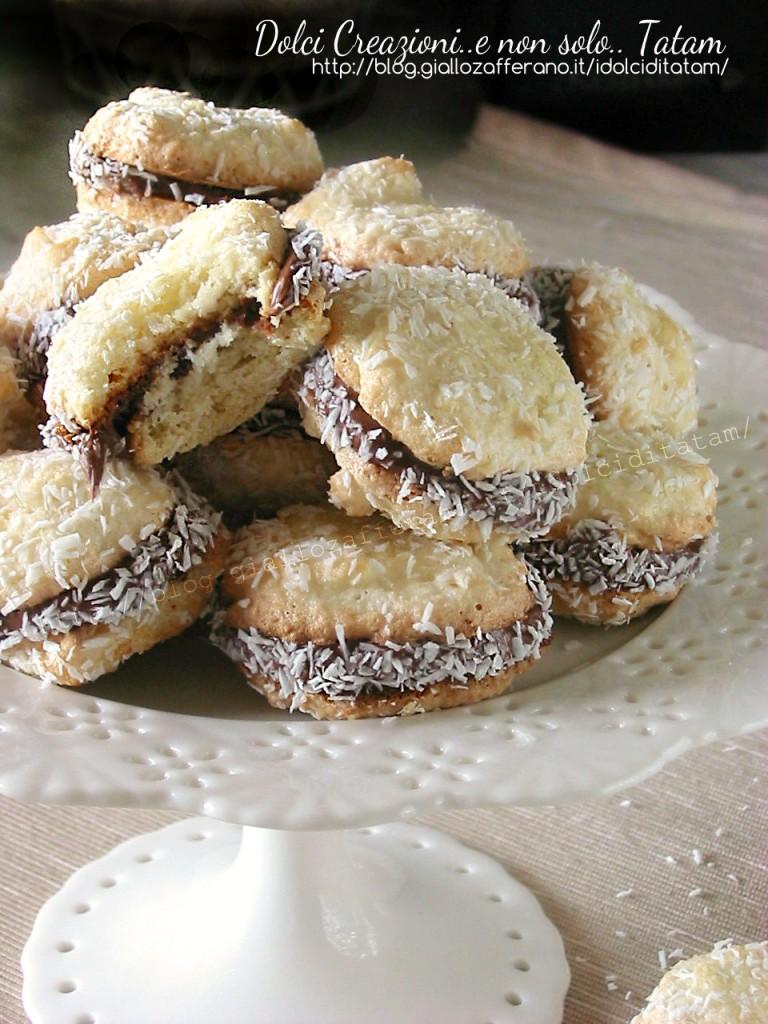 Biscotti al cocco farciti alla nutella 4