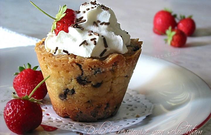 Bicchieri di biscotto e frutta