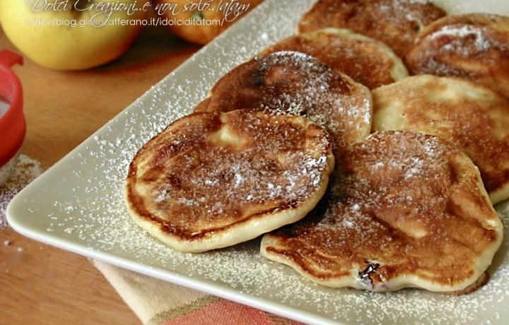 Pancakes leggeri alle mele e mirtilli rossi