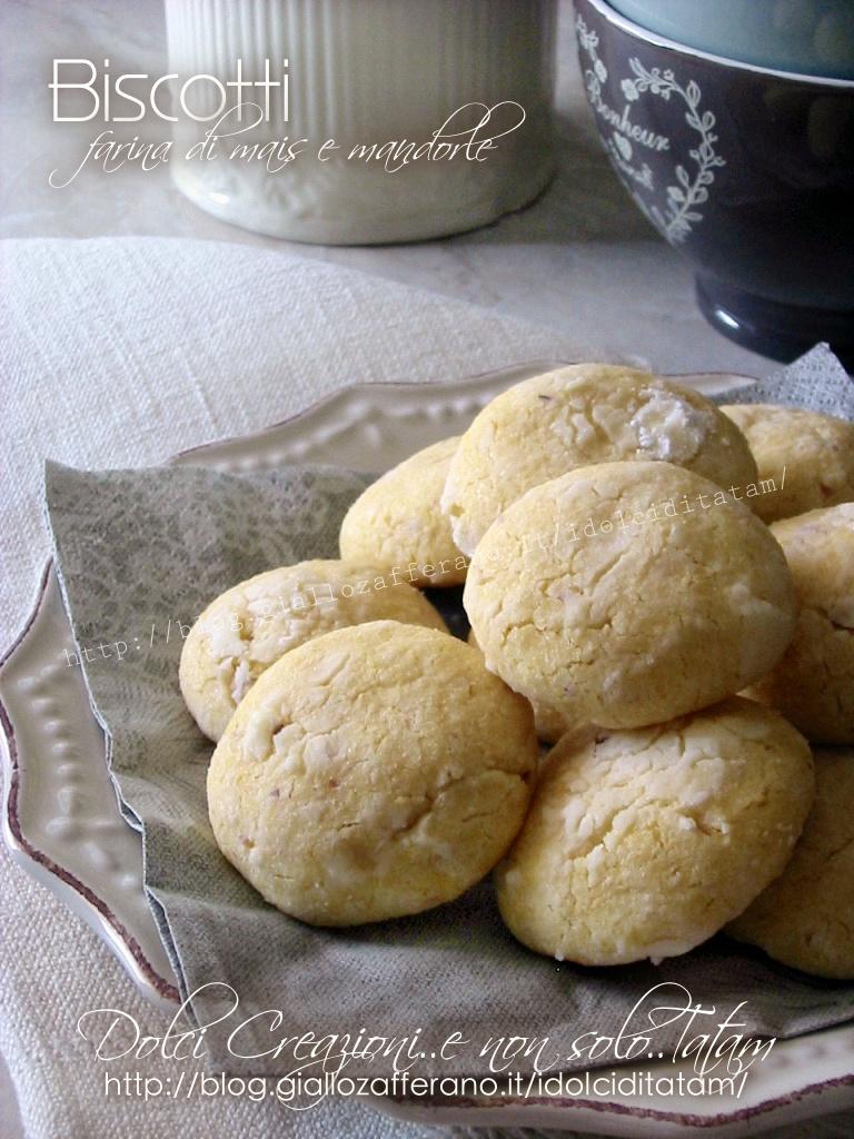 Biscotti con farina di mais e le mandorle