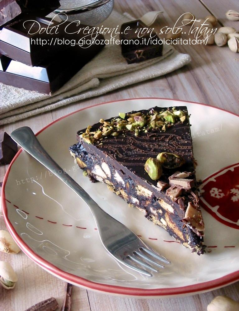 Torta fredda di biscotti, al cioccolato e pistacchi