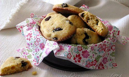Biscotti con farina di mais e uvetta, friabili e croccanti