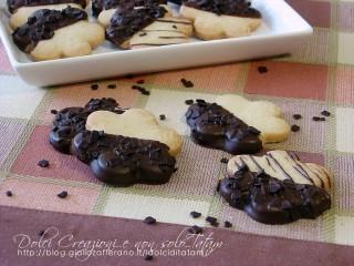 Biscotti ricoperti di cioccolato1