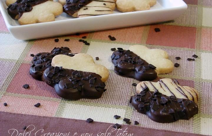 Biscotti ricoperti di cioccolato fondente, senza uova e senza lievito