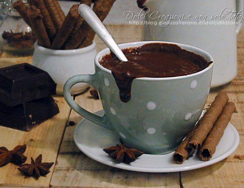 Cioccolata calda densa con cioccolato fondente