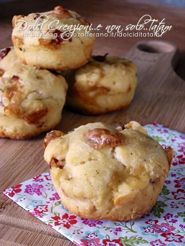 Muffin salati con speck e formaggi