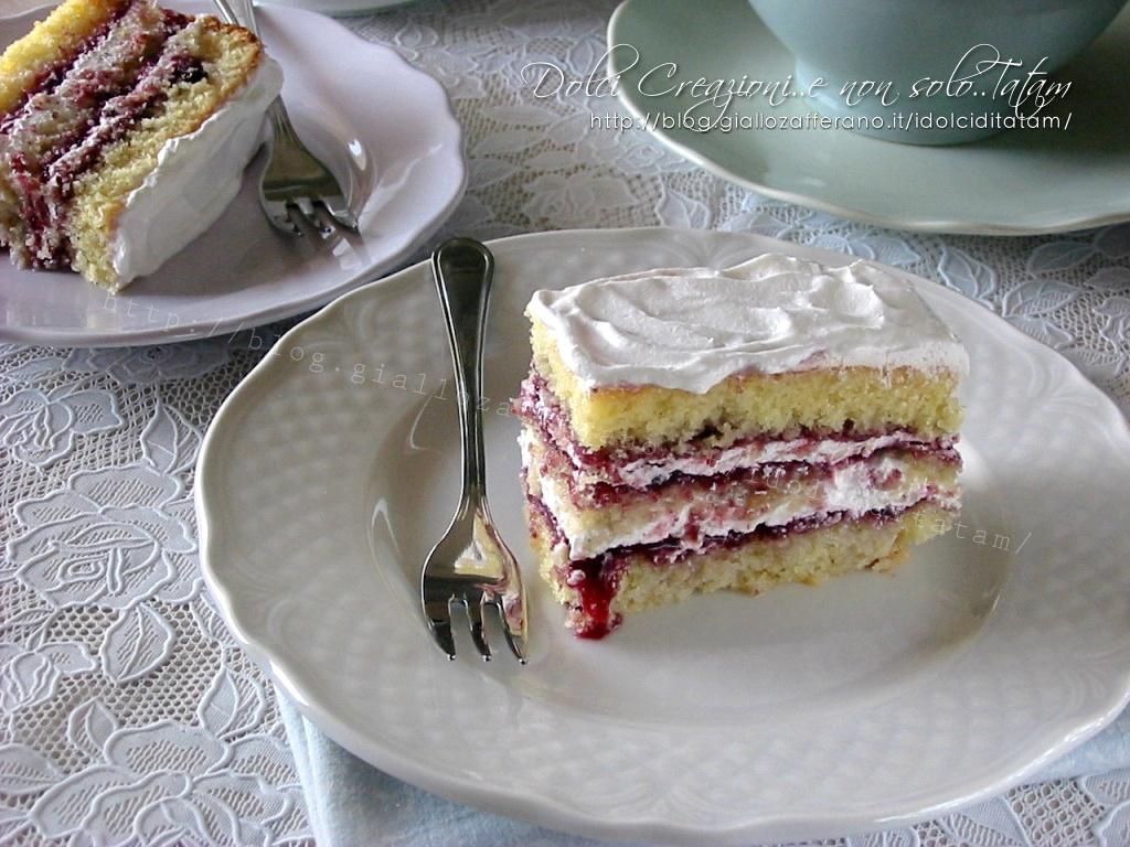 Torta Delizia Di Frutti Di Bosco E Panna Montata