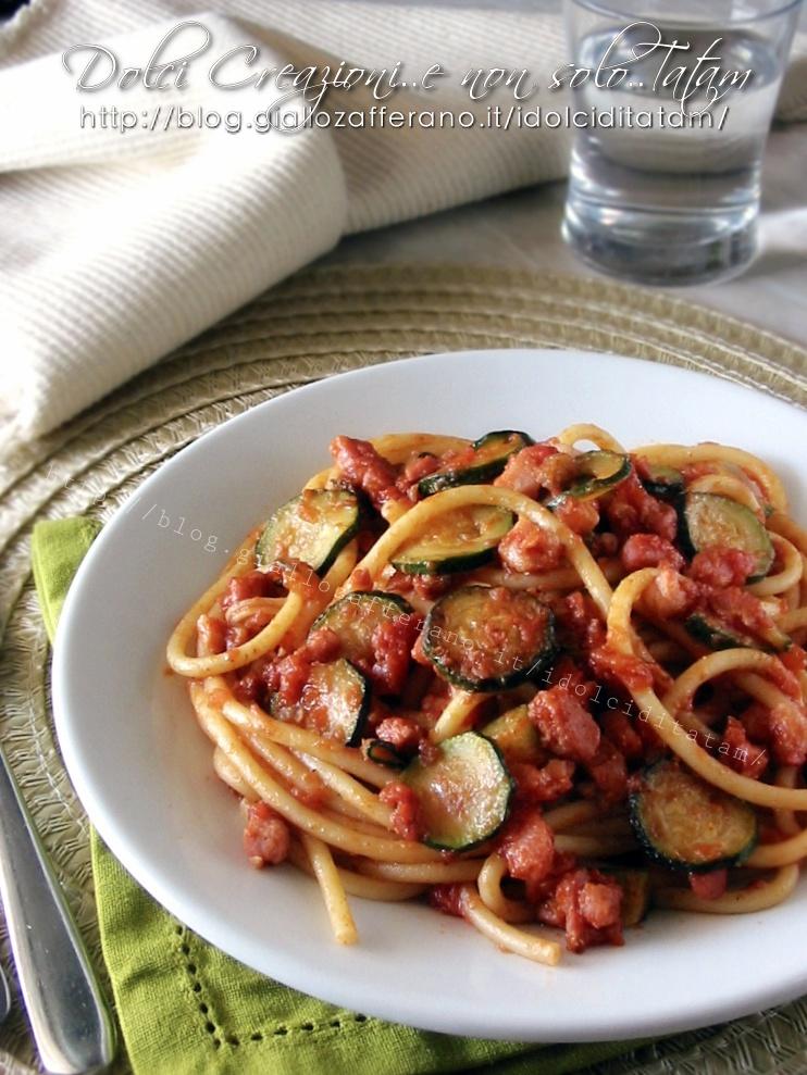 Bucatini al sugo zucchine e pancetta