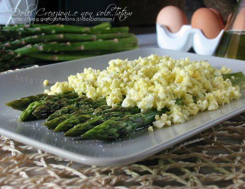 Mimosa di uova e asparagi verdi, ricetta semplice