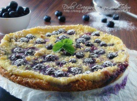 Torta sbriciolata crema e mirtilli, fresca e gustosa