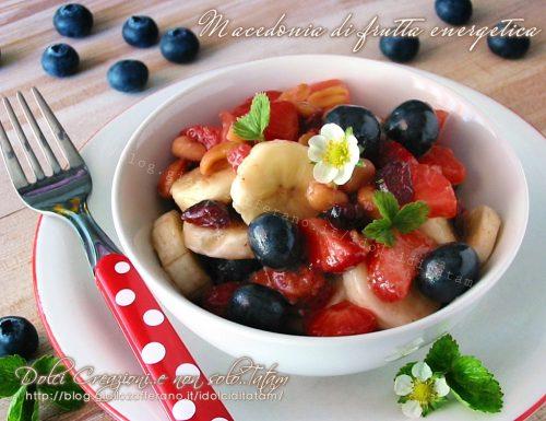 Macedonia di frutta energetica, con arachidi e bacche di goji