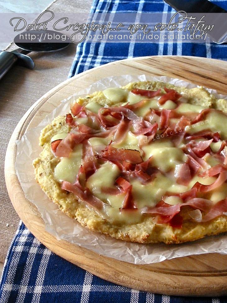 Pizza di patate con speck e mozzarella