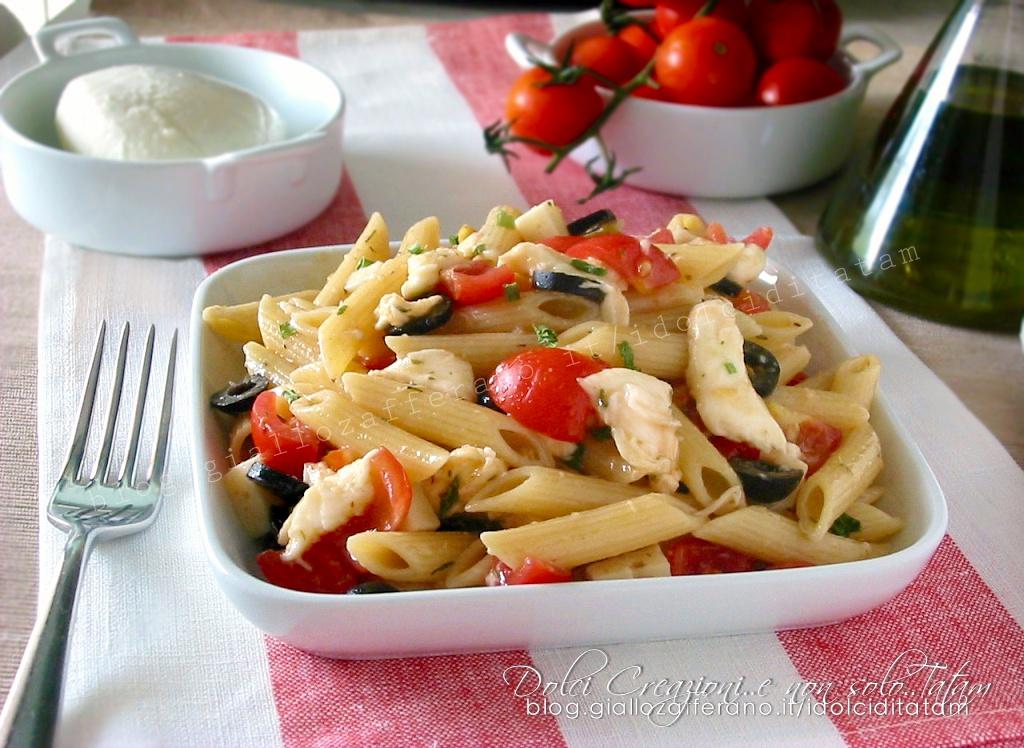 Insalata di pasta fredda con pomodorini