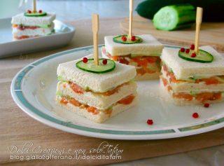 Tramezzini sfiziosi salmone e cetrioli