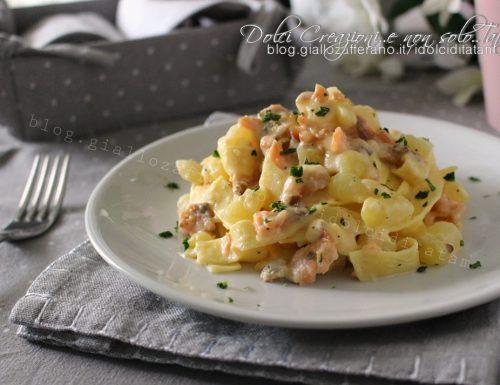 Fettuccine al salmone affumicato e patate, ricetta facile e veloce