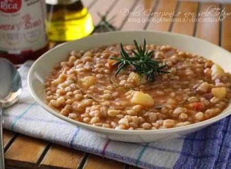 Zuppa di farro con patate al pomodoro, comfort food