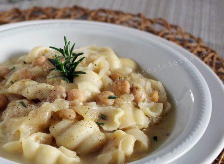 Minestra di ceci e cavolo cappuccino (o crauti), ricetta confortevole