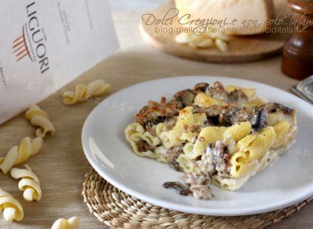 Pasta al forno con salsicce e funghi, facile e golosa