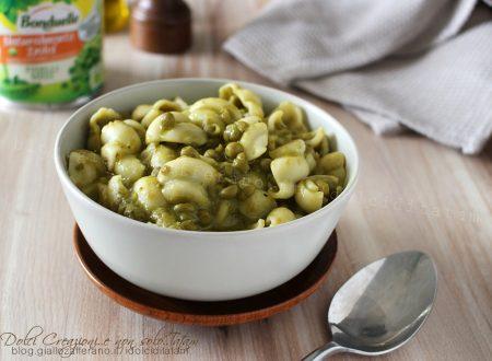 Minestra di piselli, semplice e veloce, ricetta vegana ricca di sapore.