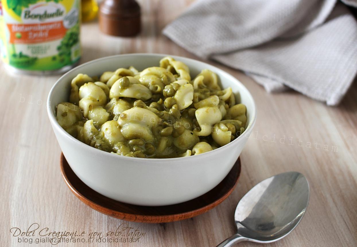Minestra di piselli, semplice e veloce, una ricetta vegana ricca di sapore.