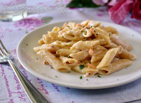 Pasta al salmone affumicato e stracchino, pronta in 10 minuti!