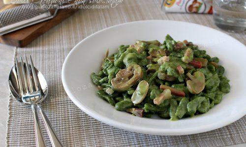 Gnocchetti tirolesi verdi cremosi, funghi e speck (spatzle di spinaci)