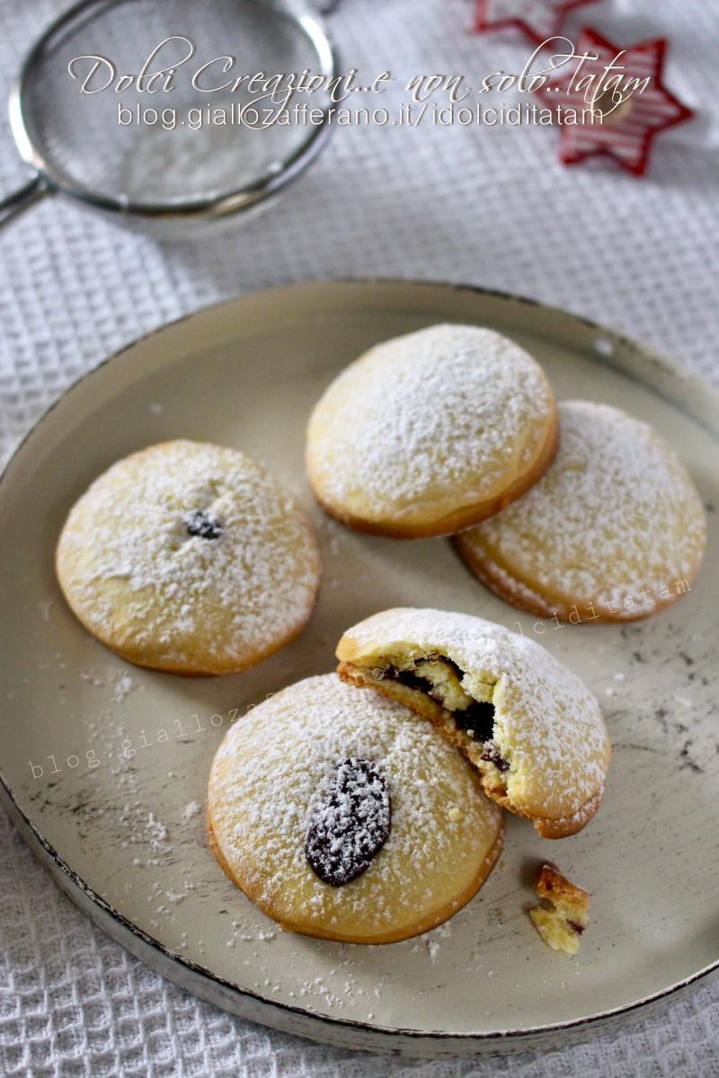 Biscotti di frolla ripieni alla marmellata