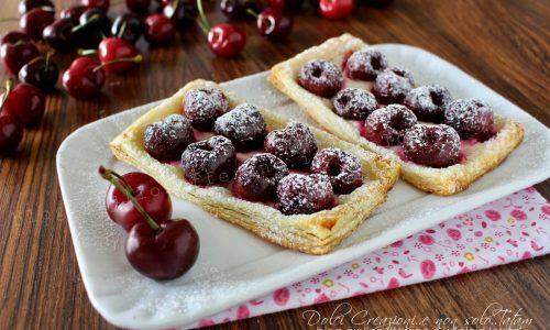 Sfogliatine alle ciliegie e crema di formaggio, con video ricetta
