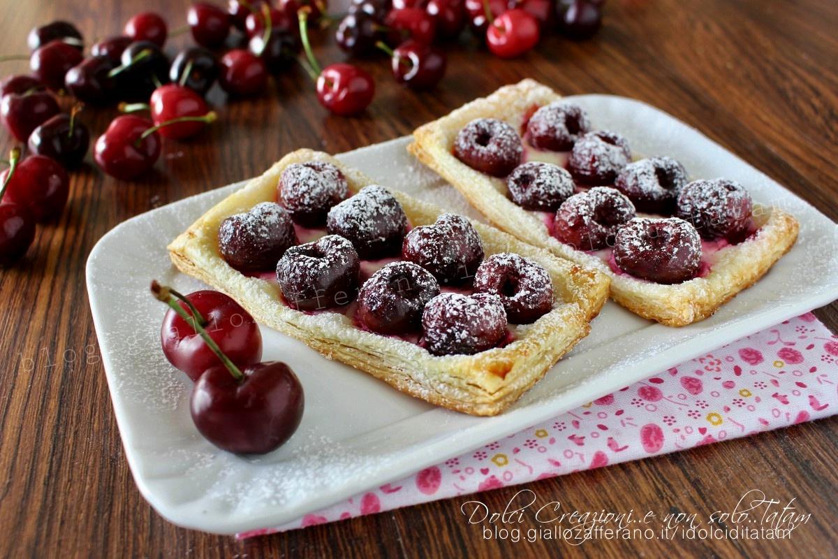 Sfogliatine alle ciliegie e crema di formaggio